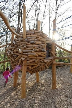 Kobel aus Robinienästen Natural Play, Playgrounds, Play Houses, Kids Playing, Nest, Tapestry, Gardening, Texture, Wood