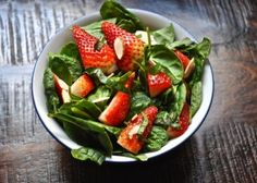 Spinach-Strawberry Salad with Almonds - Yoffie Life