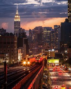 Night Shift 📷 - New York City Feelings Empire State Building, Central Park, Visit New York City, New York Pictures, City Aesthetic, Nyc Subway, City That Never Sleeps, Dream City, New York