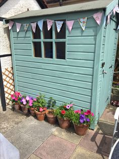 Garden shed Garden shed Painted Garden Sheds, Painted Shed, Back Gardens, Small Gardens, Outdoor Gardens, Courtyard Gardens, Garden Front Of House, Shed Interior, Vintage House Plans