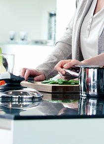 Kochen mit AMC - Produkte - AMC Kochsets, Töpfe & Pfannen für gesunde Ernährung