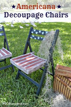 Americana Decoupage chairs are an easy project. I made these from vintage folding chairs alittle paint and some decoupage. Patriotic Crafts, Patriotic Decorations, July Crafts, Decoupage Chair, Decoupage Ideas, Decoupage Paper, Wooden Folding Chairs, Patio Chairs, Wood Chairs