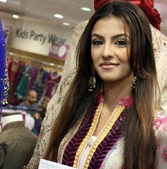 her hair<3 Faryal Makhdoom Khan, Beautiful Couple, Her Hair, Makeup Looks, Hair Beauty, Hair Styles, Hair Plait Styles, Hair Makeup, Hairdos