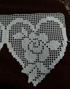 Lindos e criativos Barrados em crochê Crochet Boarders, Crochet Edging Patterns, Crochet Motifs, Crochet Doilies, Crochet Flowers, Hand Crochet, Crochet Lace, Stitch Patterns, Filet Crochet
