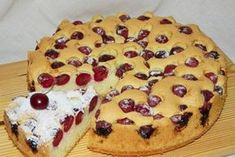 Visinele se spala, se scot samburii si se pun la scurs intr-o sita No Cook Desserts, Healthy Dessert Recipes, Sweets Recipes, Cake Recipes, Romanian Desserts, Romanian Food, Dessert Bread, Desert Recipes, The Best