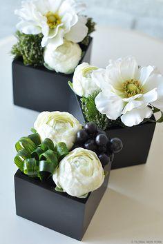 Small Flower Arrangements, Orchid Arrangements, Small Flowers, Deco Floral, Arte Floral, Japanese Flowers, Table Flowers, Flower Boxes, Amazing Flowers