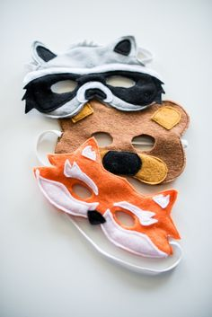 Sewing For Kids DIY Masks for Kids.So cute for playing dress-up! - Just in time for Halloween, the best DIY masks! Diy Halloween, Halloween Masks, Felt Diy, Felt Crafts, Crafts For Kids, Easy Diys For Kids, Kids Diy, Easy Diy Costumes, Manualidades Halloween