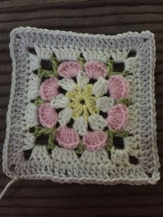 Crochet Granny Square Patterns image - I have been on a bit of a blanket craze at the moment making them for everyone who has babies being born or birthdays coming up. I want to make a keep sake that they will hopefully have until they … Point Granny Au Crochet, Crochet Square Blanket, Granny Square Crochet Pattern, Crochet Blocks, Crochet Flower Patterns, Crochet Squares, Crochet Blanket Patterns, Crochet Motif, Baby Blanket Crochet