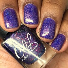 CbL February 2017 Polish of the Month - The PotM for February 2017 is called Siren's Song. This polish is a blurple linear holographic with color shifting glitters that shift from green to red to gold. This polish looks different from every angle and various lighting situations. Photo courtesy of @the.painted.fox on Instagram.
