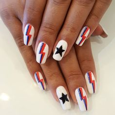 Ziggy Stardust Would Approve of These 15 David Bowie-Inspired Manicures Nail Swag, Minimalist Nails, Aycrlic Nails, Nail Manicure, Band Nails, Teen Nails, Nail Design Glitter, Coffin Nails Ombre, Fire Nails