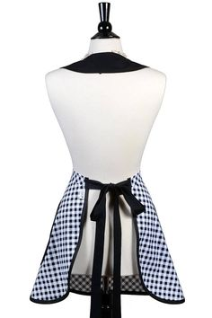 Retro Women's Apron in Black and White Check Gingham Cute Kurta Neck Design, Sewing Aprons, Apron Designs, Aprons Vintage, Easy Sewing Patterns, Sewing Notions, Boho Gypsy, Crochet Stitches, Gingham