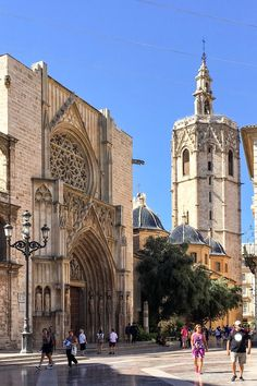 The Cathedral gate where the Water Tribunal takes place every Thursday Stuff To Do, Things To Do, Valencia Spain, Future Travel, Time Of The Year, Spain Travel, Trip Planning, Barcelona Cathedral, Places To Travel
