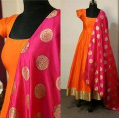 Dress jackets Exclusive Orange Color Long Suit Tapeta silk with jaquard Exklusive orange Farbe Long Suit Tapeta Seide mit Jaquard Party Wear Indian Dresses, Indian Gowns Dresses, Dress Indian Style, Indian Designer Outfits, Indian Outfits, Designer Dresses, Indian Attire, Dress Paterns, Dress Neck Designs