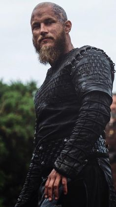 Ragnar Lothbrok Vikings, Ragnar Lothbrok Haircut, Ragnar Lothbrook, King Ragnar, Lagertha, Watch Vikings, Vikings Show, Vikings Tv Series, Viking Images