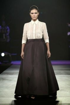 Although high up on my lust list Modern Filipiniana Gown, Bridal Style, Mother Of The Bride, Lace Skirt, Gowns, Formal, My Style, Skirts, How To Wear