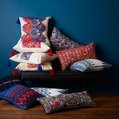 Totally stunned by these gorgeous Guatemalan ikat pillows designed and conceptualized by Hand woven on backstrap looms, these are mind blowing! Bolster Cushions, Diy Pillows, Decorative Pillows, Guatemalan Textiles, Navy Blue Walls, Pillow Room, Dorm Decorations, Soft Furnishings, Home Textile