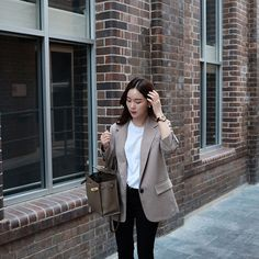 Korean Fashion Office, Seoul Fashion, Korean Street Fashion, Ulzzang Fashion, Ootd Fashion, Fashion Pants, Fashion Outfits, Classy Work Outfits, Chic Outfits