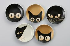 small dish patterns, Japan These cats could be cute appliques You are in the right place about munchkin Cat Here we offer you the most beautiful pictures about the Cat diy you are looking for. Painted Ceramic Plates, Ceramic Painting, Ceramic Clay, Ceramic Pottery, Diy Clay, Clay Crafts, Arts And Crafts, Keramik Design, Pottery Painting Designs