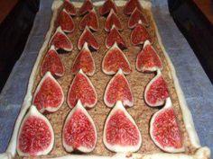 Das perfekte Kuchen: Mandelkuchen mit Feigen-Rezept mit einfacher Schritt-für-Schritt-Anleitung: Blätterteig zu einem Rechteck (34x18) auf Backpapier…