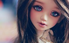 Unoa Lusis- I love this doll with dark hair......................Crystal!