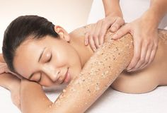 Body Polishing is the new trend now. It is nothing but a deep cleansing and exfoliation of body skin. We generally hit to salons and spa to get the body Full Body Exfoliation, Exfoliating Body Scrub, Body Scrub Recipe, Diy Body Scrub, Saint Tropez, Neutrogena, Best Facial Exfoliator, Body To Body, Body Polish