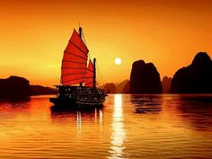 Boat at Sunrise in Ha Long Bay Vietnam Wallpaper Laos, Vietnam Tours, Vietnam Travel, Hanoi Vietnam, Asia Travel, 1 Day Trip, Vietnam Image, Share Pictures, Mui Ne