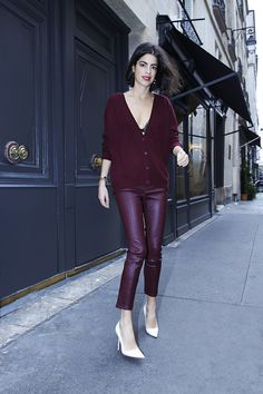 Puur kleur | burgundy jumper + burgundy skinny pleather trousers