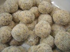 Plätzchen: Mohnschusser - Rezept - kochbar.de Drop Cookies, Xmas Cookies, Chocolate Chip Cookies, Cake Cookies, Cupcakes, Konfekt, Lunches And Dinners, Biscotti, Teller