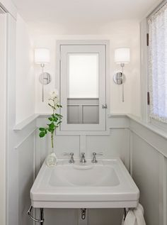 Sarah Richardson Cream Grey White Striped Bathroom |  Http://danielleoakeyinteriors.blogspot.