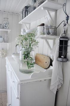 D e c o r kitchen shabby cottage chic White Cottage, Cottage Style, Shabby Cottage, Cottage Chic, Shabby Chic Vintage, Vibeke Design, Cocinas Kitchen, Interior Decorating, Interior Design