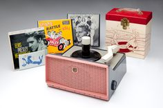 45 rpm record player and records Radio Record Player, Record Players, Childhood Toys, Childhood Memories, Bill Haley, Record Display, Museum Displays, The Beach Boys, Oldies But Goodies