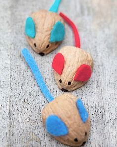 Valnötterna vissa av oss har kvar sen i julas kan enkelt göras om till söta små möss . Underbara! Bild från Pinterest