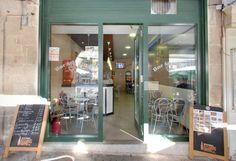 Café Bar Mundial na praza maior de Ourense. Establecemento pertencente ó CCA Ourense centro