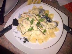 delllicious mussels in cream sauce