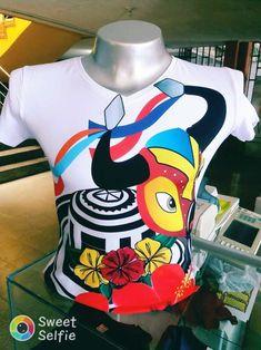 blusas de carnaval 2019 Donald Duck, Disney Characters, Fictional Characters, Nostalgia, Culture, Sewing, Illustration, T Shirt, Poli