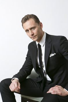 Tom Hiddleston photographed by YOSHIKO YODA in Japan. Source: http://news.mynavi.jp/articles/2017/03/25/tom_hiddleston/