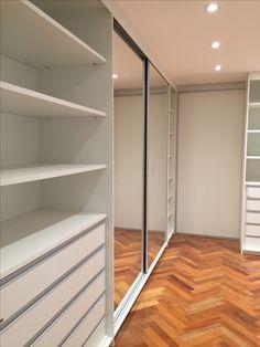Closet... Branco... Espelho... SCA