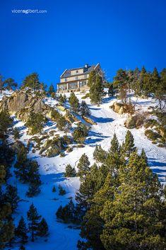 CATALONIA Refugi ďUlldeter 2.236m #catalonia #Pirineus #muntanya #pyrenees #catalunya #ulldeter #vallter #mountain #landscapes