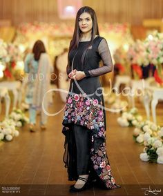 Shadi Dresses, Pakistani Formal Dresses, Pakistani Wedding Outfits, Pakistani Dress Design, Pakistani Bridal, Party Wear Lehenga, Party Wear Dresses, Bridal Dresses, Girls Dresses