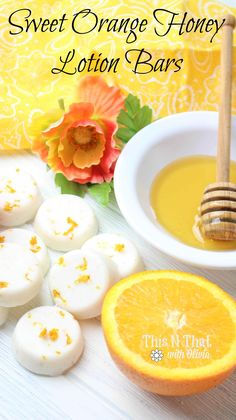 Did you know how easy it is to make your own lotion bars? These Sweet Orange Honey Lemon Bars are super simple to make and will moisturize your skin! Diy Peeling, Diy Lotion, Homemade Beauty Products, Facial Products, Bath Products, Natural Products, Lemon Bars, Soap Recipes, Diy Skin Care