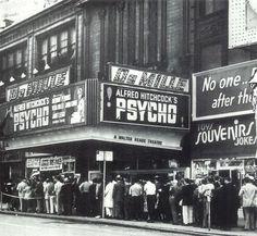 """Psycho"" is a 1960 American horror thriller film directed by Alfred Hitchcock starring Anthony Perkins. ★映画「サイコ」上映時の行列。サイコは昭和35年、ヒッチコック監督、アンソニー・パーキンス主演の大ヒット アメリカ ホラー・スリラー映画。"
