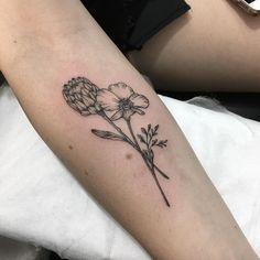 Wrist Tattoos, Flower Tattoos, Body Art Tattoos, New Tattoos, Sleeve Tattoos, Tatoos, Tattoo Script, Tattoo Set, Pretty Tattoos
