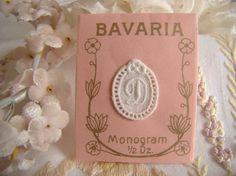 Adorable mini monogramme D dans un cartouche ajouré en fine batiste 1900-20