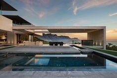 SAOTA embeds multistorey dwelling into the south african coastline