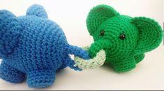 Mangler du en opskrift på en hæklet elefantkæde til barnevognen, eller som pynt på sengekanten, så er denne opskrift rigtig flot og overskuelig.