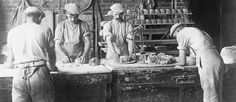 Bread is made in a German Army field bakery at Wervicq in Flanders, 1916. THE GERMAN ARMY ON THE WESTERN FRONT 1914-1918