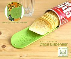 naonanigashi:    キレイにチップスを取り出せる便利グッズ「チップス ディスペンサー」 - 右顧左眄