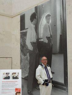En el Leopold Museum, de Viena, frente a la fotografìa de uno de mis pintores preferidos: Egon Shiele, sòlo viviò 28 años y muriò de la gripe española, pero dejò una obra impresionante, que rompió con todos los esquemas del retrato y la manera de afrontar el paisaje urbano.