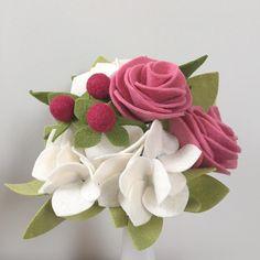White hydrangea, two pink roses, and raspberry hypericum: £23 #RebekahsAttic #rebekahsatticinstasale