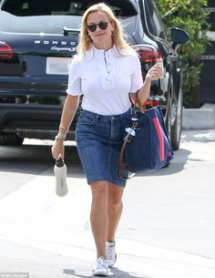 She is known for her fun, feminine and flirty style.And on Thursday, Reese Witherspoon looked lovely in a blouse and denim ensemble as she ran errands in Los Angeles.